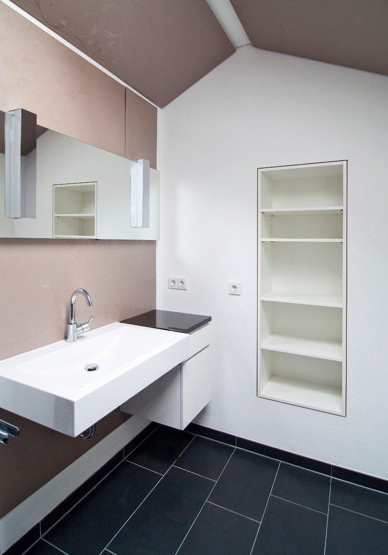 Ein Mini-Bad unterm Dach. Neues Bad in altem Haus - dds – Das ...