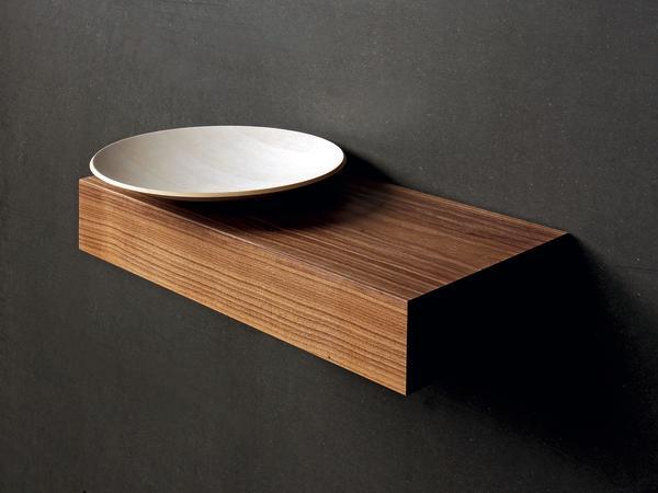 Die runde Schale ist ein 3D-Formteil aus gewölbt verleimten Furnierschichten