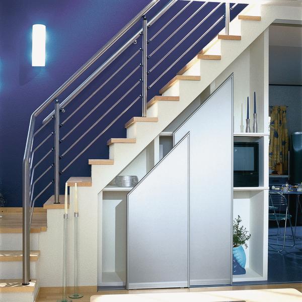 wertvoller raum unter der treppe dds das magazin f r m bel und ausbau. Black Bedroom Furniture Sets. Home Design Ideas