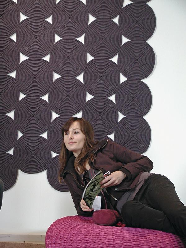 gro es kino dds das magazin f r m bel und ausbau. Black Bedroom Furniture Sets. Home Design Ideas