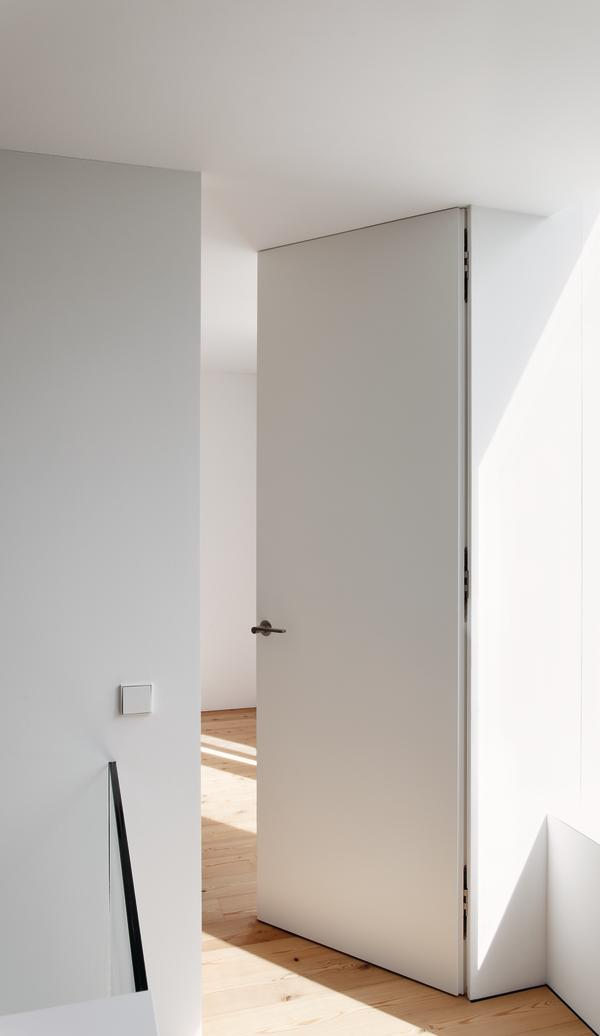 Moderne Tapetentür von Eber Rundbogen GmbH