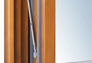 Verdeckte Fensterbeschläge »ActivPilot Topstar« von Winkhaus verfügen über ein spezielles Detail: Die Zugstange für verdeckte Winkhaus-Beschläge erhöht die Tragkraft auf bis zu 150 kg und erleichtert die Montage Foto: Aug. Winkhaus GmbH & Co. KG