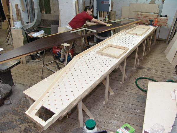 kunstschreiner benutzt f r 6 m lange arbeitsplatte ausschlie lich elektrowerkzeuge. Black Bedroom Furniture Sets. Home Design Ideas