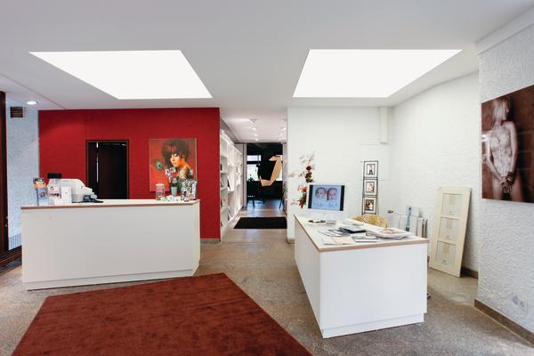 nutzt die abgeh ngte decke als fenster zum licht dds das magazin f r m bel und ausbau. Black Bedroom Furniture Sets. Home Design Ideas