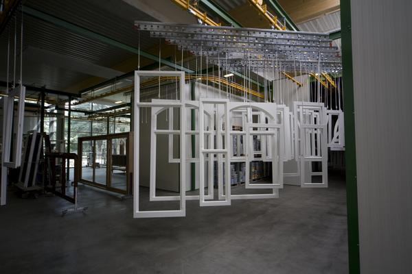 neue lackierhalle f r niveau fenster dds das magazin f r m bel und ausbau. Black Bedroom Furniture Sets. Home Design Ideas