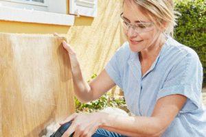 »EasyCurvSander 12« von Bosch: Ob Holzstuhl oder Autolack, der Kurvenpolierer macht es schön Foto: Robert Bosch Power Tools GmbH