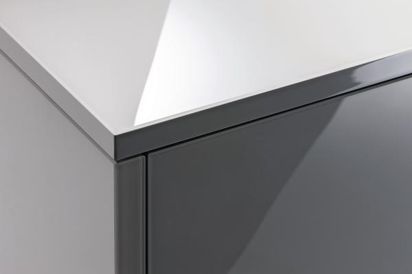 spiegelt ohne lack und glas dds das magazin f r m bel und ausbau. Black Bedroom Furniture Sets. Home Design Ideas