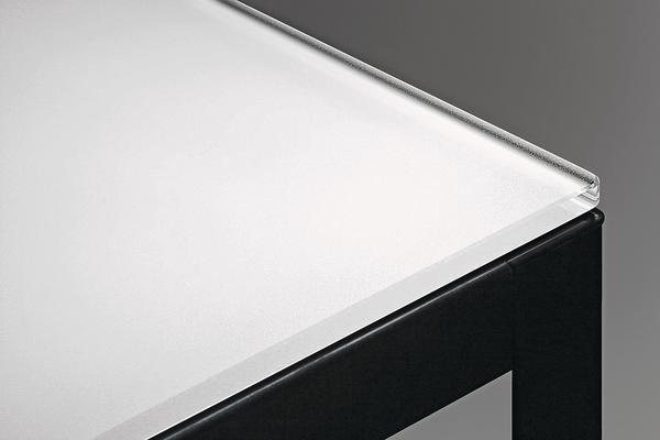 glas mit eigenleben dds das magazin f r m bel und ausbau. Black Bedroom Furniture Sets. Home Design Ideas