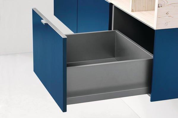 hier kommt farbe in den schrank dds das magazin f r m bel und ausbau. Black Bedroom Furniture Sets. Home Design Ideas