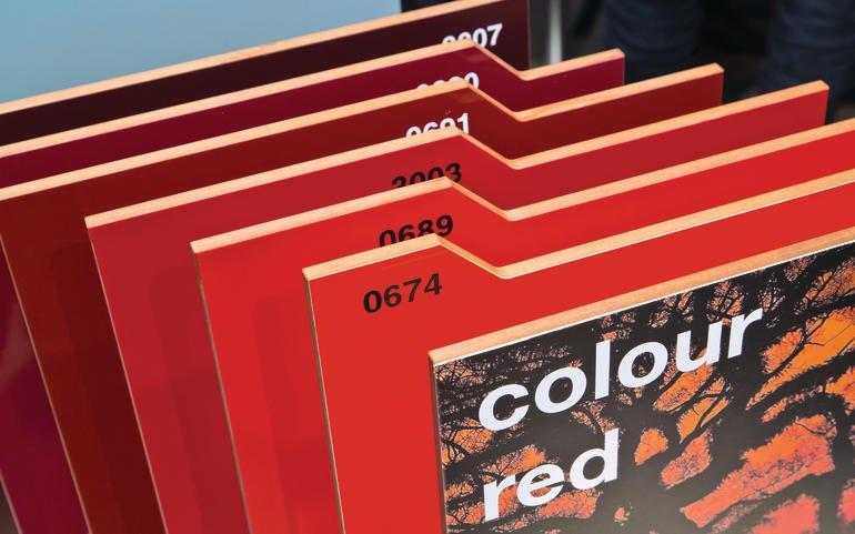 fassade in mutigen farben dds das magazin f r m bel und ausbau. Black Bedroom Furniture Sets. Home Design Ideas