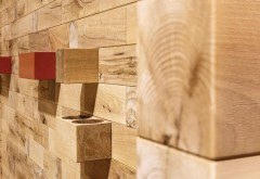 Integrierte Funktionsmodule dienen als Ablagefläche, Behälter oder Dekoration und bestimmen das Erscheinungsbild Flexible Ladengestaltung: L-förmig aufgestellte Holzwände werden zu Umkleidekabinen