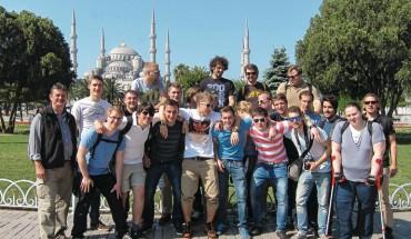 Kurs 128 der Meisterschule München mit den Lehrern Gerd Bitterer und Andreas Knäbl vor der Blauen Moschee in Istanbul