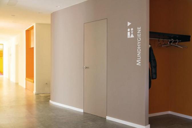 ohne zarge durch die wand dds das magazin f r m bel und ausbau. Black Bedroom Furniture Sets. Home Design Ideas