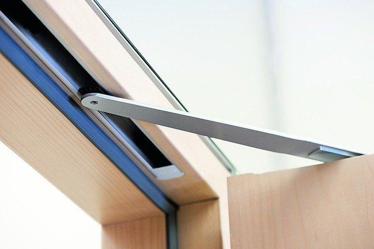 bei feuer geschlossen geze feststellanlagen in geb udeleittechnik integriert dds das. Black Bedroom Furniture Sets. Home Design Ideas