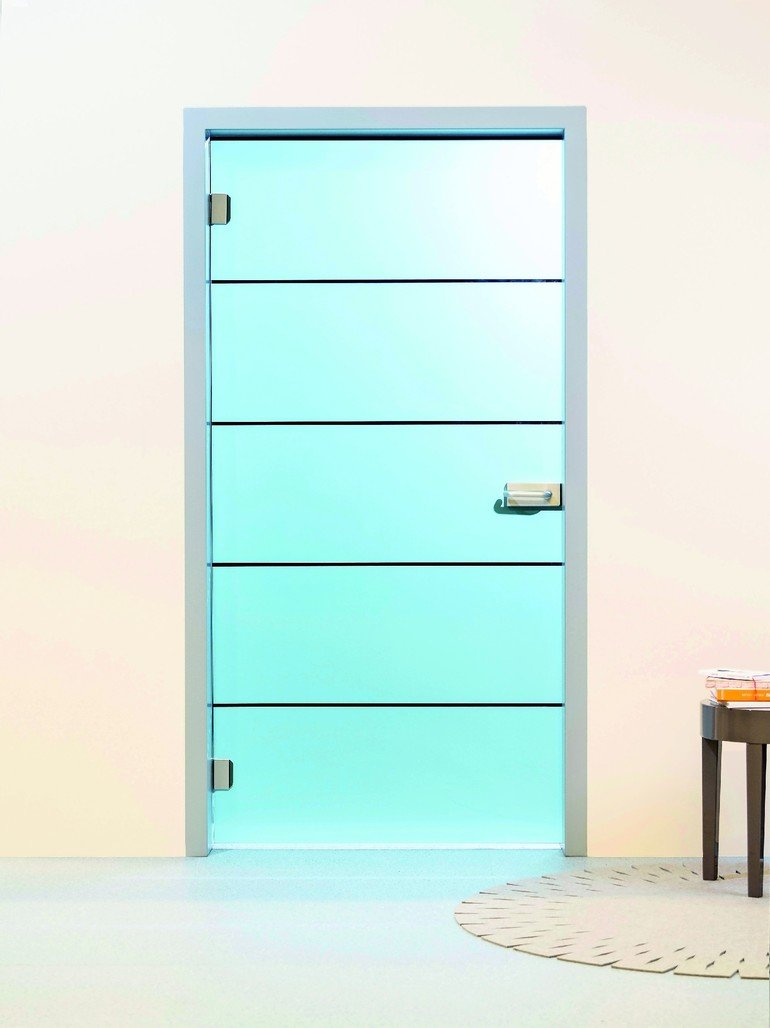 glas aus eigenem haus glas marte produziert vsg t ren. Black Bedroom Furniture Sets. Home Design Ideas