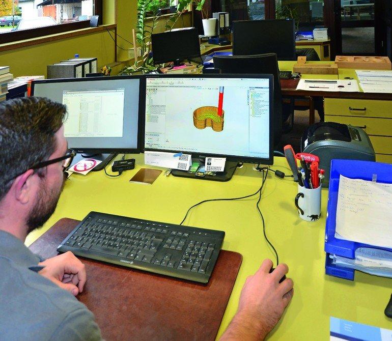CAD/CAM im Treppenbau: Andreas Schmitt lässt eine Fräs-Simulation in SolidWorks ablaufen