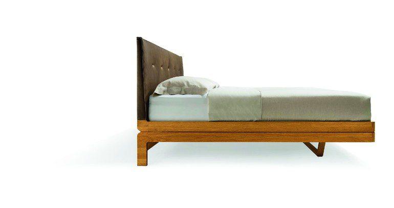 zwei unterschiedliche massivholzbetten im direkten vergleich. Black Bedroom Furniture Sets. Home Design Ideas