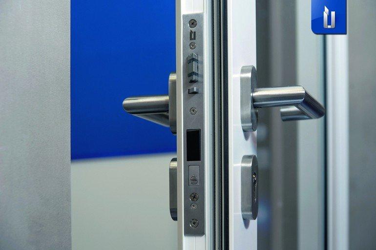 Die Technik ist beim Sicherheitsschloss ÜLock Inductive im Schlosskasten integriert, was unbefugte Manipulation verhindert