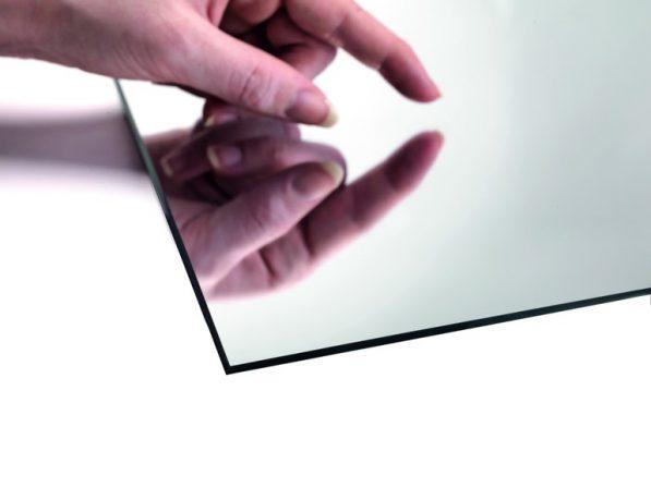 der blick in den spiegel polymeres glaslaminat von rehau dds das magazin f r m bel und ausbau. Black Bedroom Furniture Sets. Home Design Ideas
