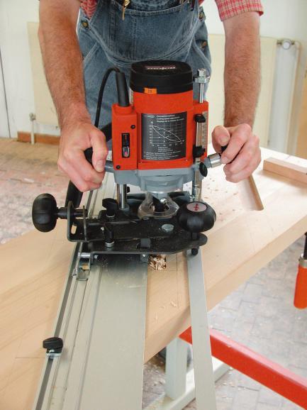 Treppenwangen fräsen ist auch ohne CNC-Technik wirtschaftlich möglich