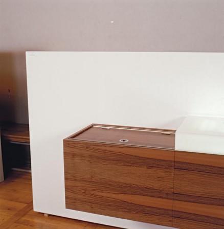 leuchtende irritation dds das magazin f r m bel und ausbau. Black Bedroom Furniture Sets. Home Design Ideas