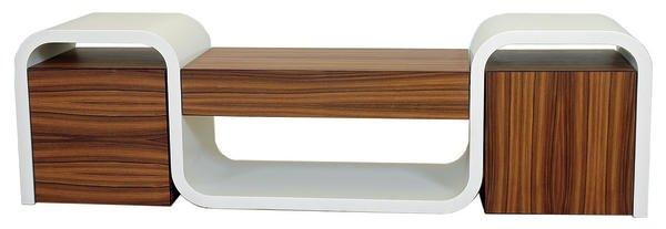 Das Möbel ist in Material und Formgebung eine Reminiszenz an die ...