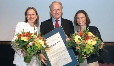 Auszeichnung_Wirtschaftblatt_-_Bestes_Familienunternehmen:_Claudiia_M._Berghofer,_Günther_Berghofer,_Andrea_Berghofer