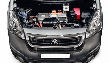 Aufmacher_Peugeot-Partner-Electrique-Motorraum.jpg