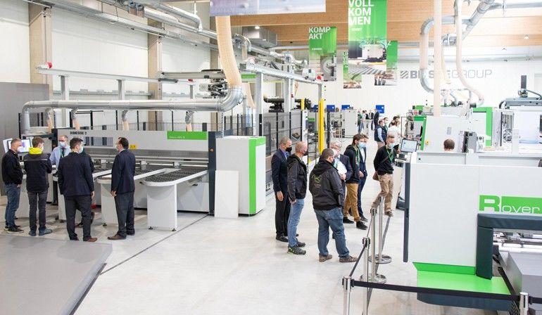 Im vollausgestatten Showroom präsentierte Biesse während der »Inside Spring« den Gästen auf 1600 m² ausgeklügelte Maschinenlösungen für den Holz- und Kunststoffbereich, Foto: Biesse Deutschland GmbH