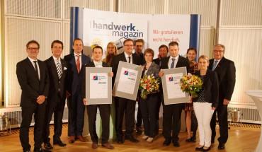 Top-Gründer Karl-Heinz Holste (vierter von rechts) mit seiner Sieger-Urkunde