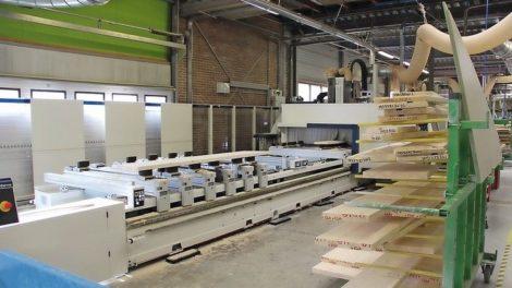 CNC-Bearbeitungszentrum-im-Treppenbau.jpg