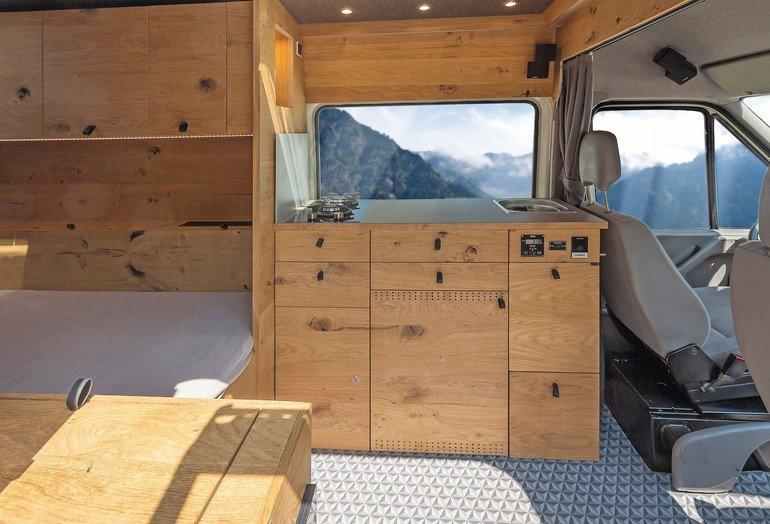 wohnmobil ausbau in ge lter eiche vom schreiner. Black Bedroom Furniture Sets. Home Design Ideas