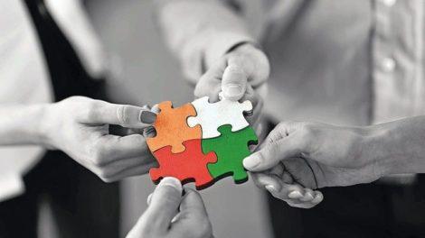 Creative-Partner-Puzzleteile-mit-Haenden.jpg