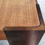 Möbelbau auf Mallorca: Rohstahl trifft Holz – eine klassische Detailausarbeitung bei Tischen von Winterhager Foto: Tina Winterhager