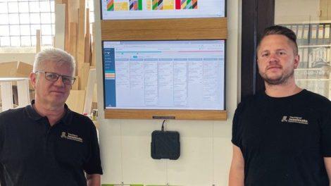 Alles im Blick: Dieter (l.) und Chris Iwasieczko von der gleichnamigen Tischlerei in Seevetal Foto: Tischlerei Iwasieczko GmbH