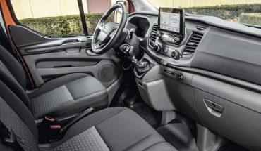 Ford-Transit-Custom-PHEV-Cockpit.jpg