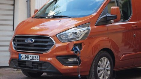 Ford-Transit-Custom-PHEV_Laden.jpg