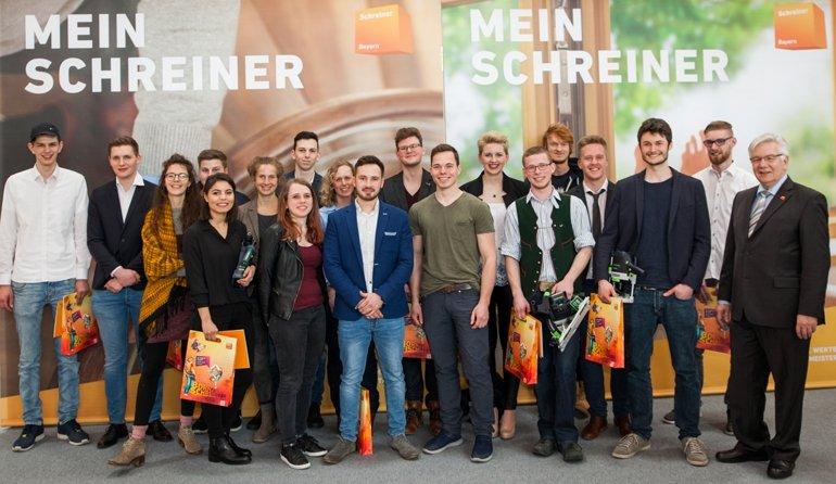 Foto_1_Alle_Teilnehmer_Bundesfinale_DieGuteForm2018www.jpg