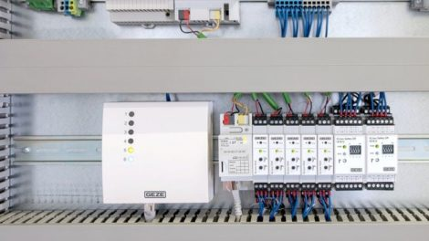 GEZE_IQ-Box-Safety_web.jpg