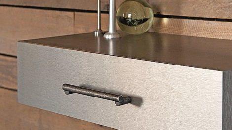 Möbelgriff »H2120« von Häfele: Die schlichte Form des Griffs betont die Oberfläche Foto: Häfele GmbH & Co. KG