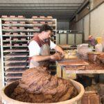 Die Cotto-Spezialisten der lokal ansässigen Manufaktur Manetti fertigten für Casa Morelli 14 000 kleine Ziegelchen von Hand Foto: Holzrausch