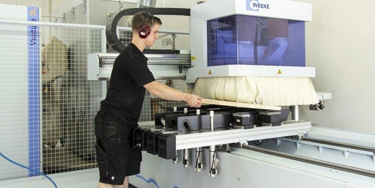 Holzmechaniker_CAD_CNC_Bearbeitungszentrum_Weeke.jpg