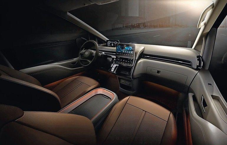 Im Cockpit dominiert das riesige Display. Ob die Mittelkonsole ähnlich funktional ist wie im Multivan, ist noch nicht klar Fotos: Hyundai