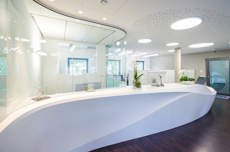Innenausbau-Mineralwerkstoff-Theke-Dentalfit-4.jpg