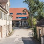 Sanierung eines Baudenkmals: Trotz ihres Standortes in zweiter Reihe ist die umgenutzte Zehntscheuer noch immer ein identitätsstiftender Bestandteil des historischen Ortskerns von Derendingen Foto :Johannes-Maria Schlorke