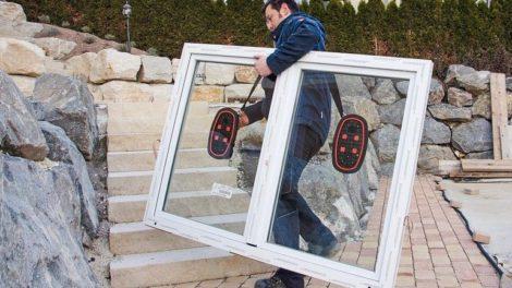 Mann-traegt-Fenster-mit-Handsauger-Nemo.jpg