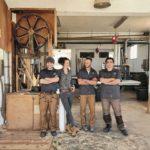 Möbelbau auf Mallorca: Das Team Winterhager von links: Martin und Tina Winterhager mit Mitarbeiter Antu und Maestro Mateu Foto: Tina Winterhager