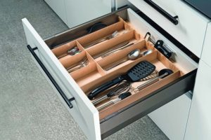 Stimmiges Bild: die Matrix-Box in Anthrazit mit dunklen Griffen Foto: Häfele GmbH & Co. KG