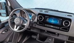 Mercedes-Benz_Sprinter_–_Interieur___Mercedes-Benz_Sprinter_–_Interior_