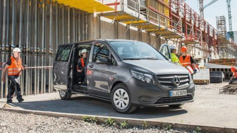 Mercedes-Benz_Vito_Tourer_BASE,_111_CDI,_Exterieur,_flintgrau_metallic___Mercedes-Benz_Vito_Tourer_BASE,_111_CDI,_exterior,_flint_grey_metallic_
